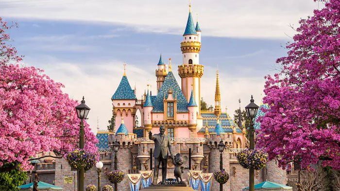 Disneyland dan Tiga Orang Misterius, Belajar Sampai Mati, belajarsampaimati.com, hoeda manis