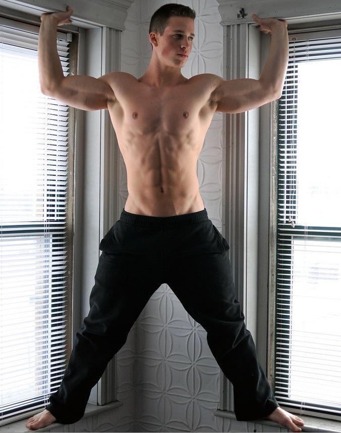 sexy-shirtless-bad-boy-nick-sandell-fit-body-hunk-biceps-flex
