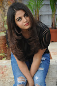 Wamiqa Gabbi stylish photo shoot-thumbnail-4
