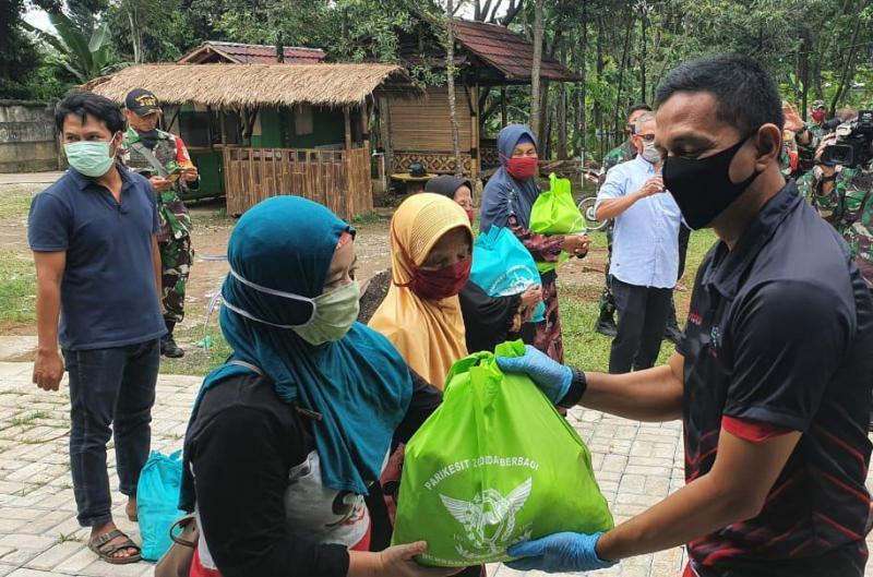 Perwira TNI Lulusan Akademi Militer Tahun 2000 Turun Lapangan Bantu Masyarakat