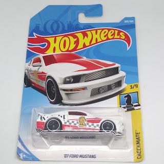 Hot Wheels '07 Ford Mustang Putih