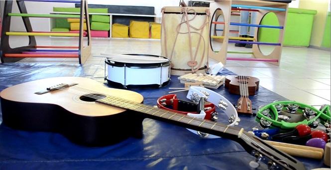El municipio incorporó una sala de musicoterapia para trabajar con los niños de los jardines maternales