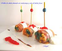 Rollitos de Salmón ahumado, rúcula, mango y salsa de hierbas frescas