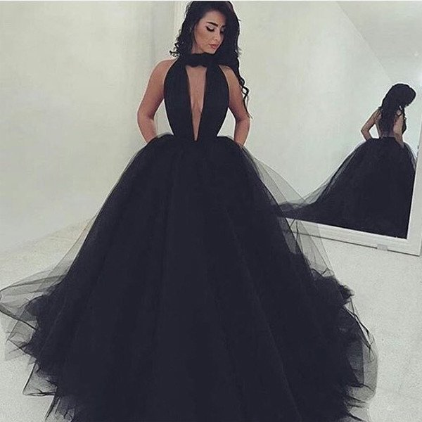 http://www.lisadress.co.uk/2017-sexy-vneck-black-ball-gown-prom-dresses-p-43690.html