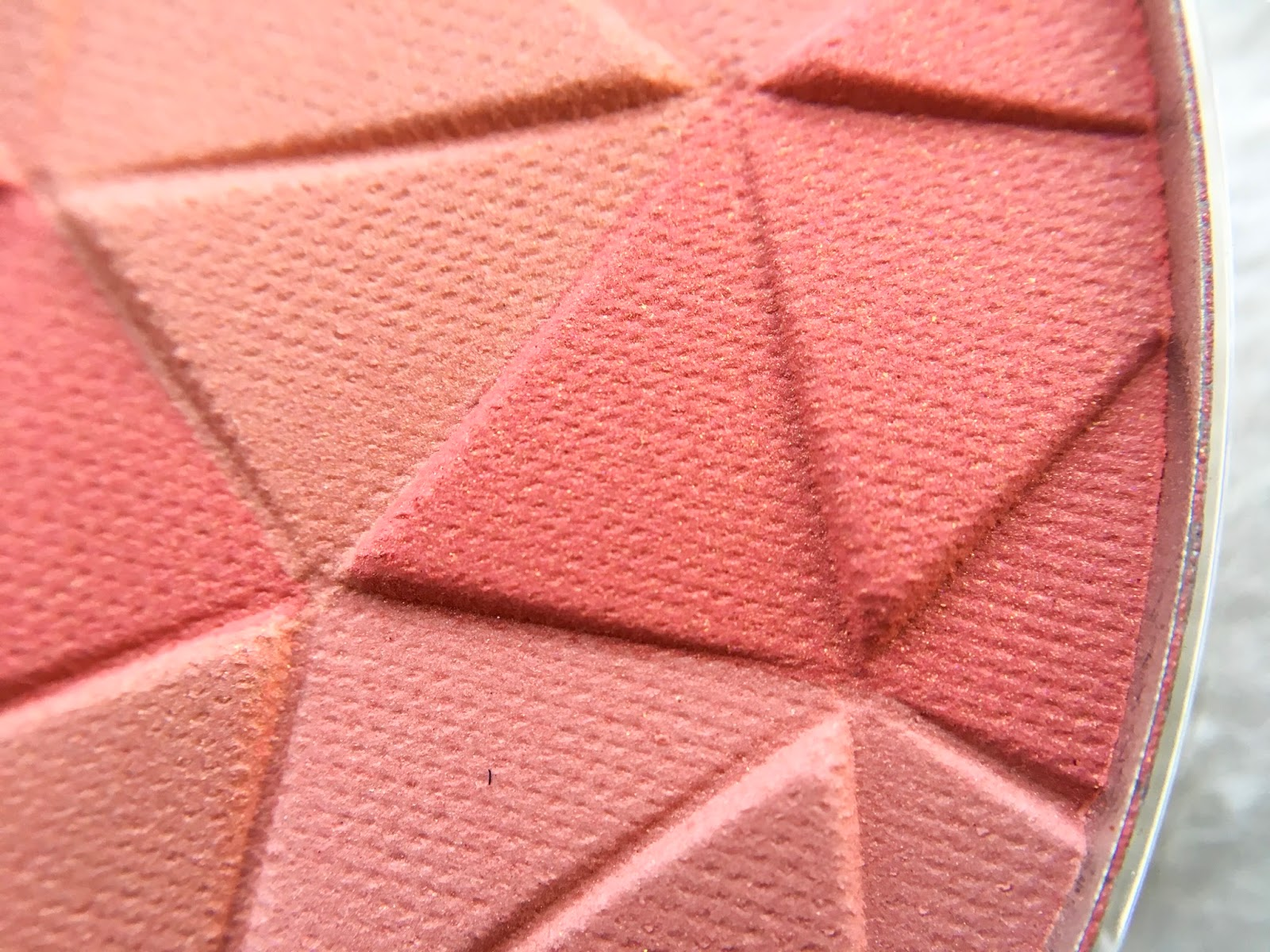 essence cosmetics mosaic blush 20 all you need is pink, essence mosaic blush, essence cosmetics mosaic blush all you need is pink swatch