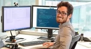 المهارات المطلوبه التي يجب ان يمتلكها كل كل متخصص في تكنولوجيا المعلومات