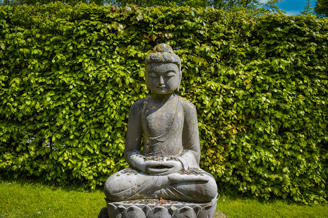 Himalayan Garden and Sculpture Park Buddha sculpture