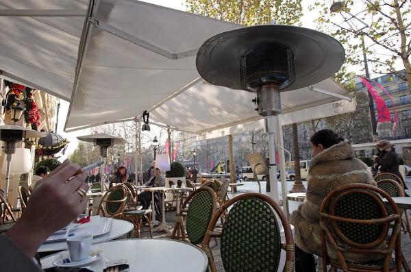 Terrasses éphémères payantes : le coup de massue de la mairie de Paris aux bars et restaurants