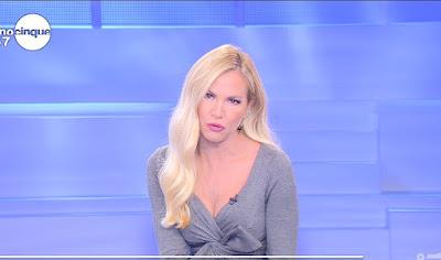 Federica Panicucci bella conduttrice Mattino Cinque 4 ottobre