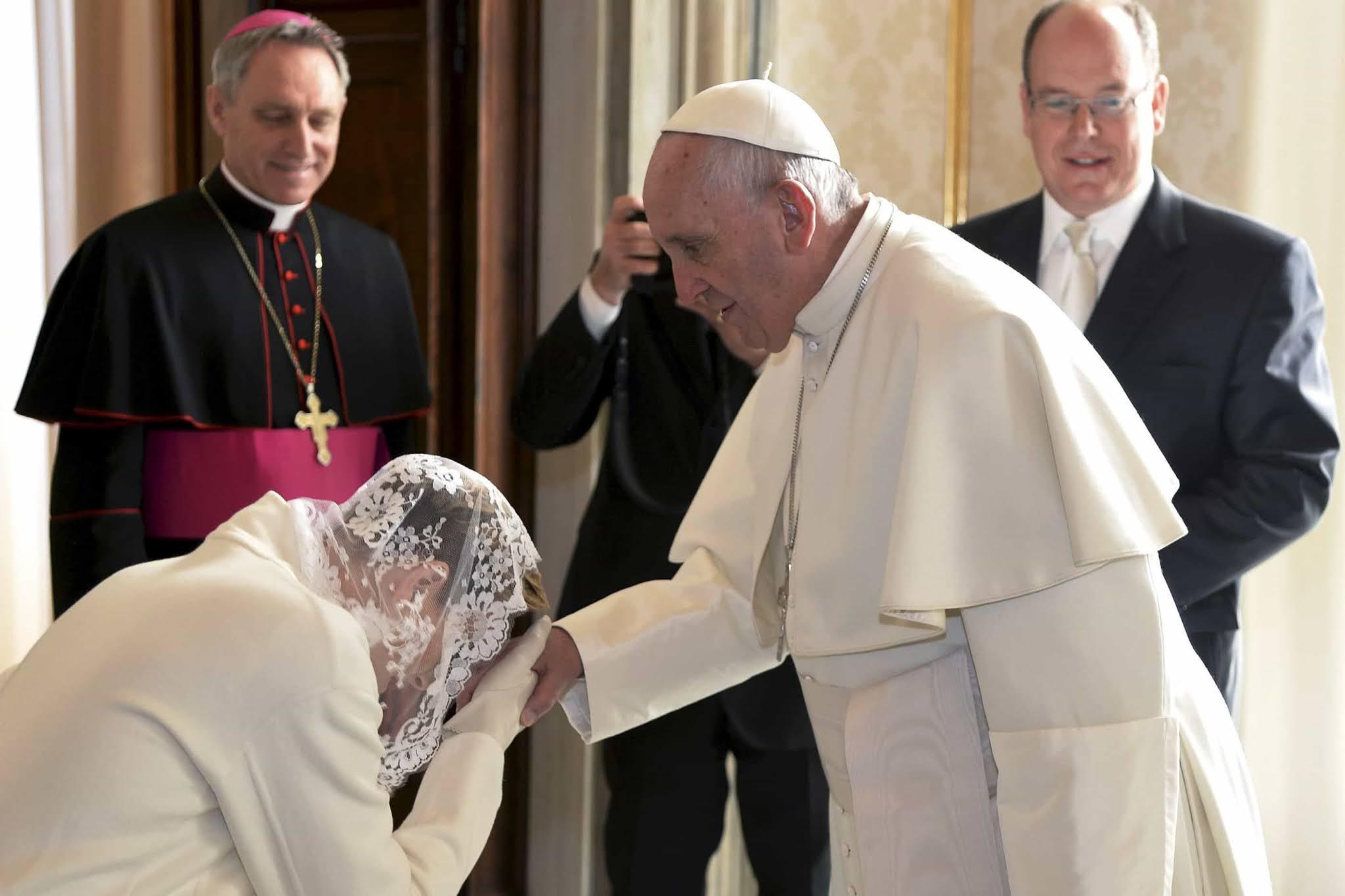 beleza e piedade: piedoso uso do véu