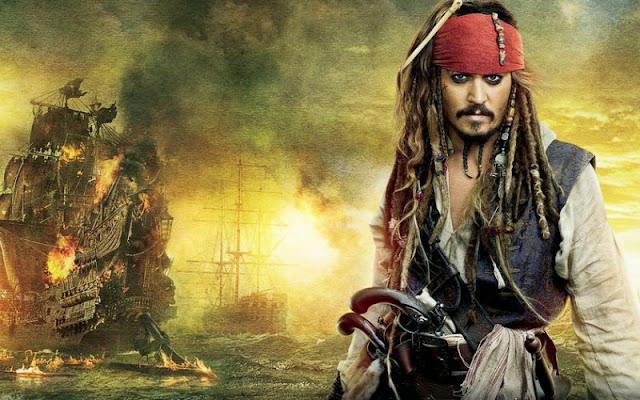 Segundo o Deadline, a Disney está planejando rebootar a franquia Piratas do Caribe no cinema. A empresa está em negociações iniciais com Rhett Reese e Paul Wernick, roteiristas de Deadpool.