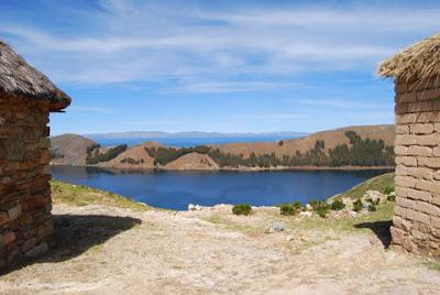 Foto de un hermoso panorama en la Isla del Sol