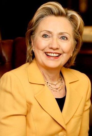 Foto de Hillary Clinton con el cabello teñido