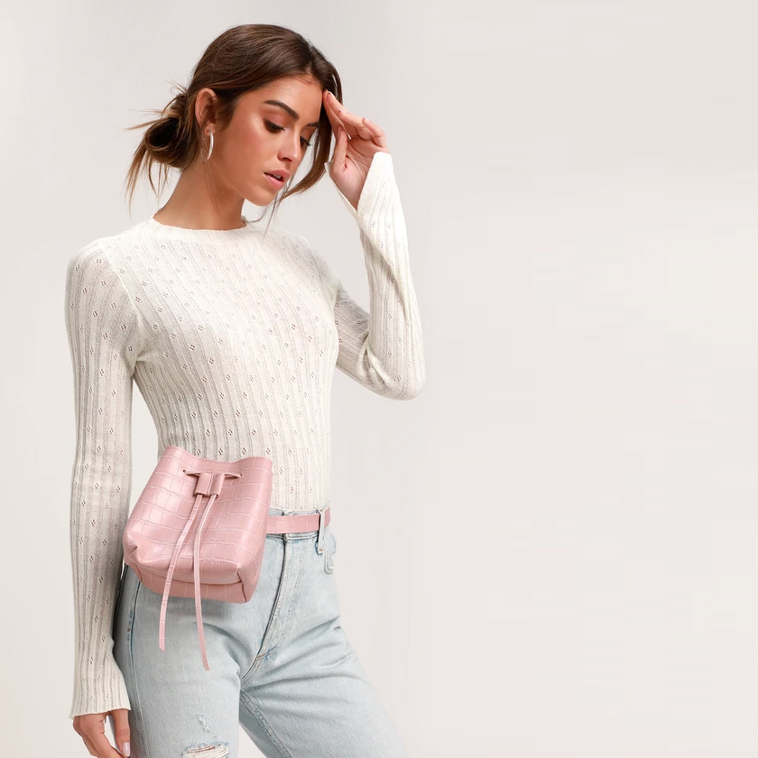 http://www.pntrs.com/t/S0BMQ0VDQERMR0VDTEBLSUdESg?url=https%3A%2F%2Fwww.lulus.com%2Fproducts%2Fgoodies-blush-snake-embossed-belt-bag%2F743632.html