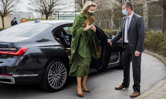 Queen Mathilde wore a green wool canvas and cashmere cape and green dress from Natan