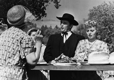 The Night of the Hunter - Robert Mitchum and Shelley Winters