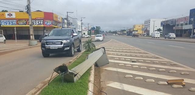 Motorista bêbado bate e derruba radar da BR-364 em Ji-Paraná