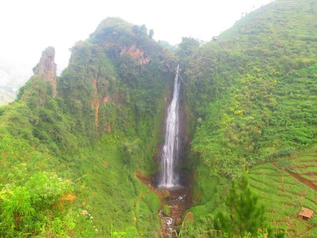 Pemandangan Menajubkan Air terjun Surodipo