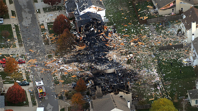 Fotografía de una casa volada por los aires, al estilo de nuestra Casa Corbitt