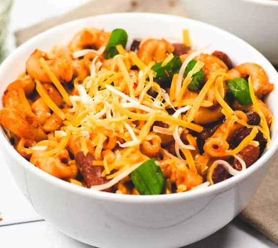 ONE POT VEGETARIAN CHILI MAC #veggies #dinner
