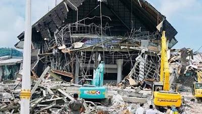 FOTO : Puing Bangunan Fasilitas Umum dan Pemerintah Sulawesi Barat