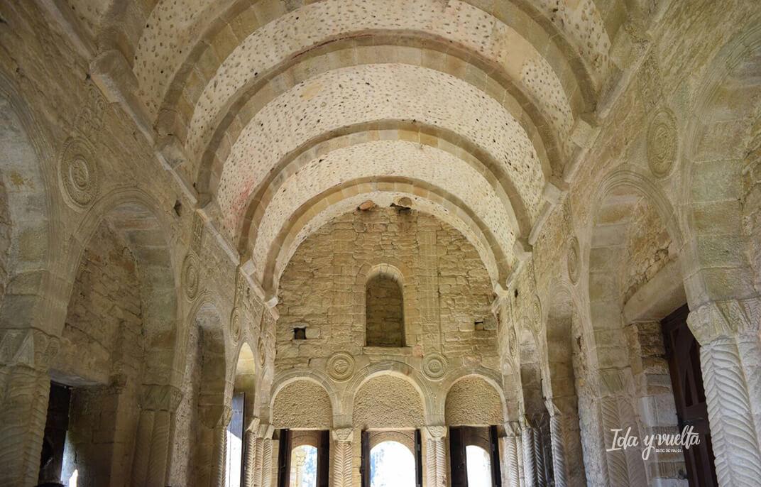 Interior Santa María del Naranco