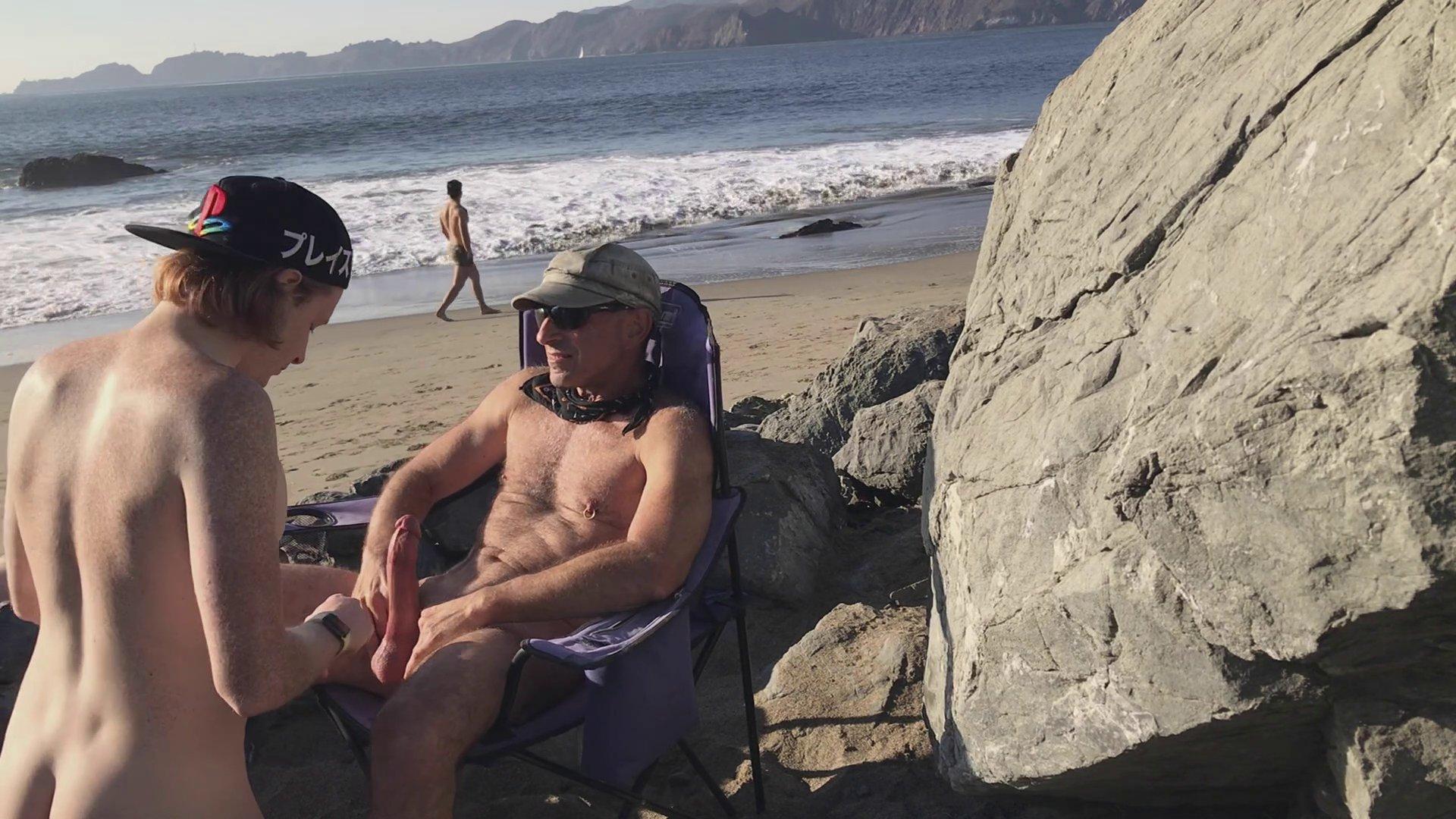 mamando verga en la playa