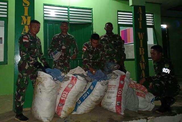 Satgas Pamtas Yonif R 301/PKS Berhasil Gagalkan Penyelundupan Pakaian Bekas di Badau