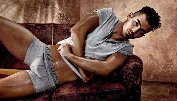Joe Jonas mostra todo seu potencial em campanha de moda íntima e a  Internet vai a loucura!