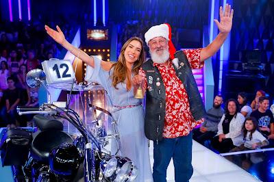Patricia e o Papai Noel Toninho – Foto: Gabriel Cardoso/SBT