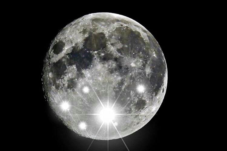 Aydaki bu bu ışık parlamalarını gözlemlemek için bilim adamları gelişmiş teleskoplar kullanmaktadır.