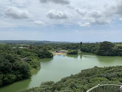 カンムリワシ展望台から石垣ダムを見下ろす