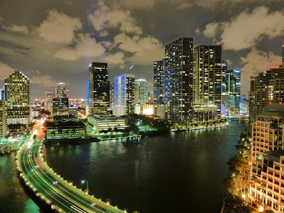 منحة جامعة فلوريدا الدولية لدراسة البكالوريوس في امريكا