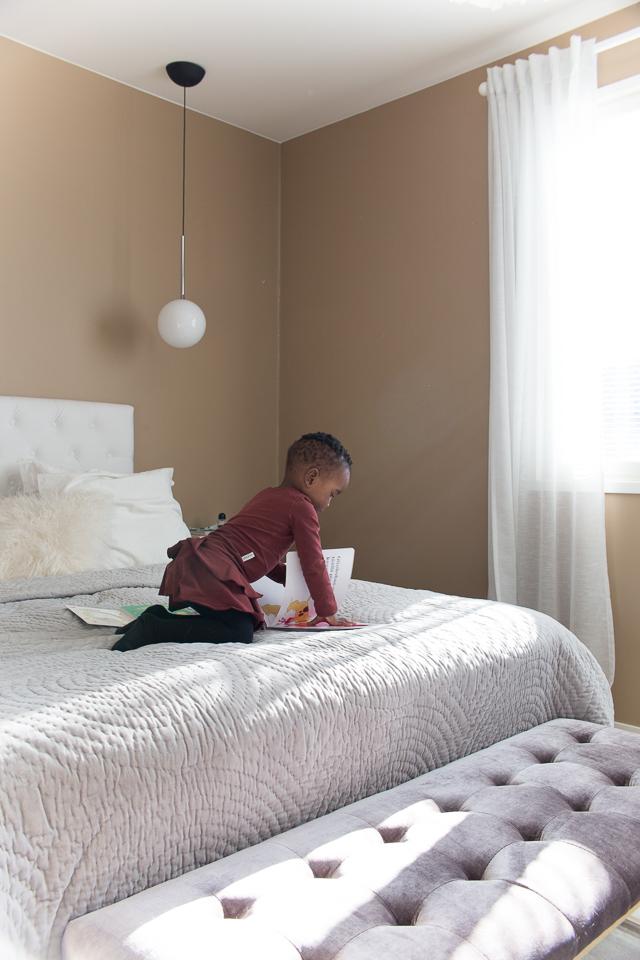 Villa H, koronakaranteeni, lukeminen, lapsi, äitiys