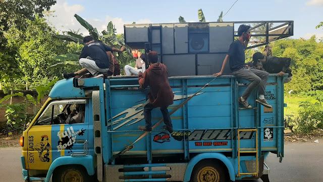 Gagal pentas, truk angkut Kecimol dihadang Polisi