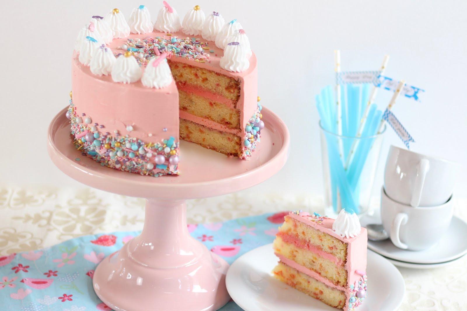 Wunderhübsche amerikanische Konfetti-Geburtstagstorte | Video und Rezept