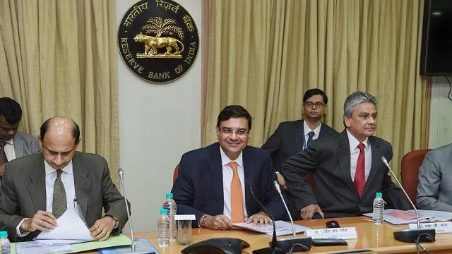 RBI ने ब्याज दर बढ़ाई, बैंक कर्ज होगा महंगा