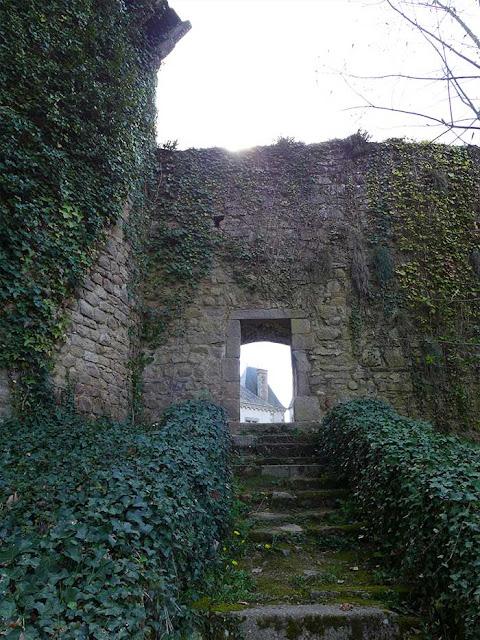 vers le château par la petite porte