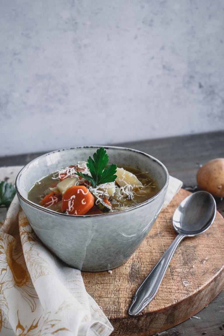 Ein gefüllter Suppenteller