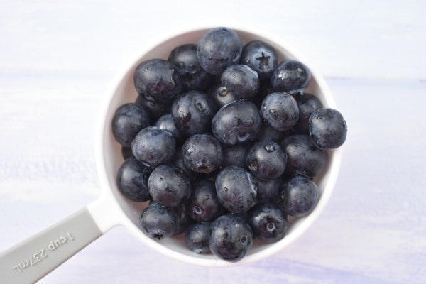 fresh blueberries in cup measure