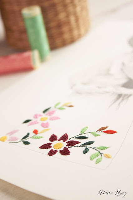 Flores bordadas a mano sobre papel