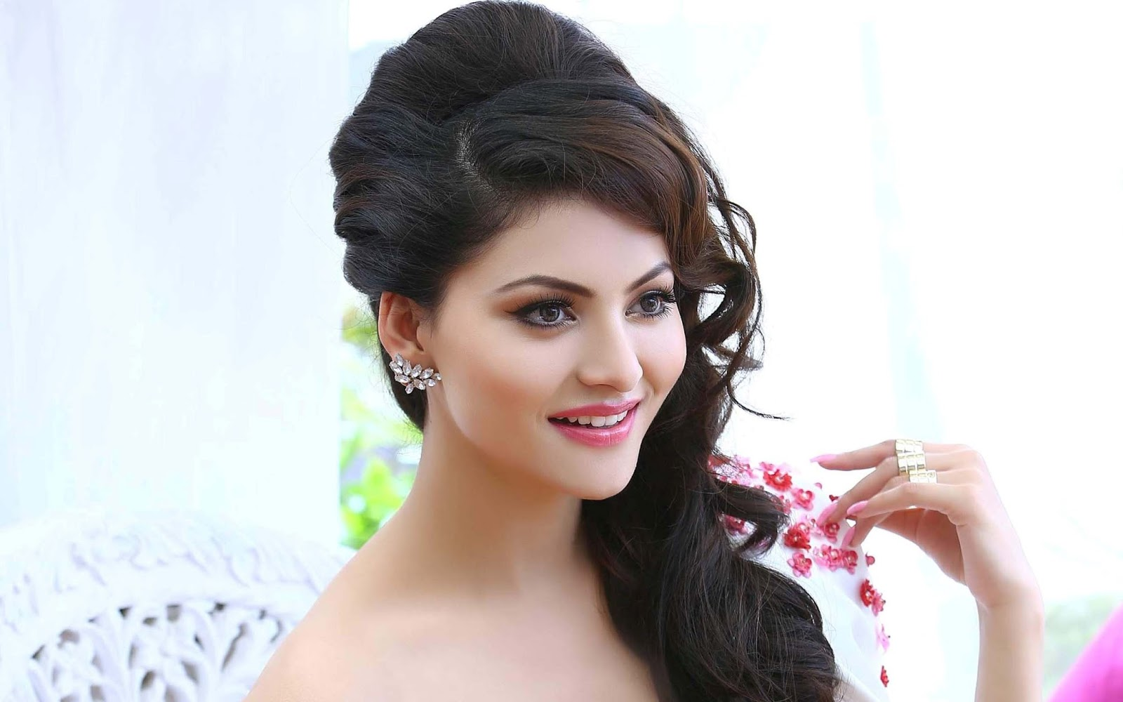 All HD Wallpapers: Top 20 Letest Urvashi Rautela Beautiful