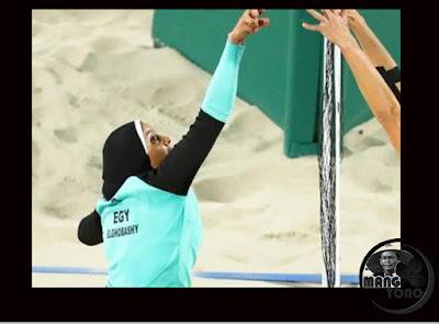 Atlet Voli Pantai Berjilbab Asal Mesir Jadi Pusat Perhatian