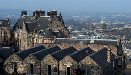 Edinburgh: Datanglah ke ibukota untuk menikmati pemandangan kota klasik dari Kastil Edinburgh. Klik galeri untuk lebih banyak foto ke mana harus pergi ketika Anda bepergian ke Skotlandia: De Simone Lorenzo/AGF/UIG/Getty Images