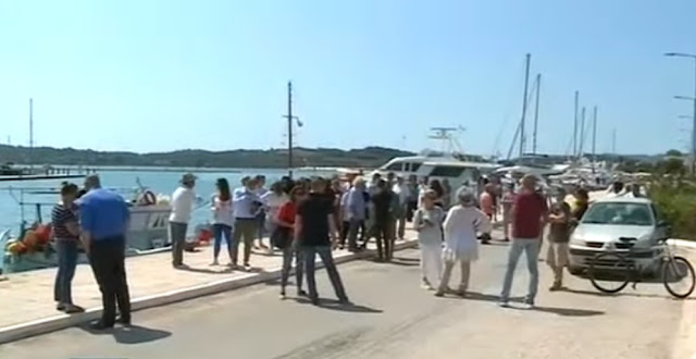 Συγκέντρωση διαμαρτυρίας κατοίκων στο Πόρτο Χέλι για τους πρόσφυγες και μετανάστες