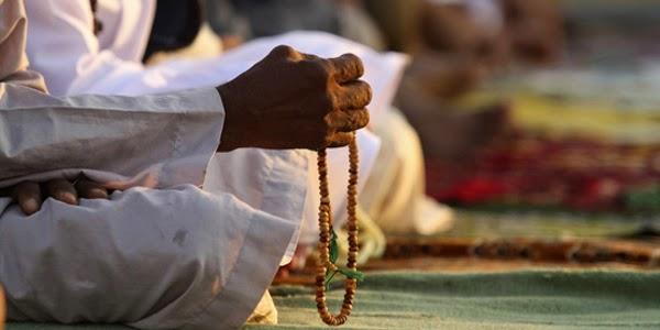Sama-sama Bernilai Ibadah, Mana yang Lebih Afdhal Sholawat atau Berdzikir?