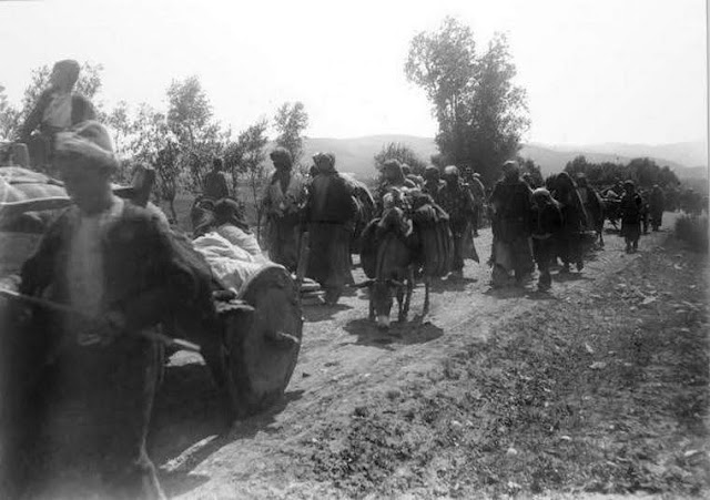 Foto histórica del desalojo forzoso de armenios de Erzurum