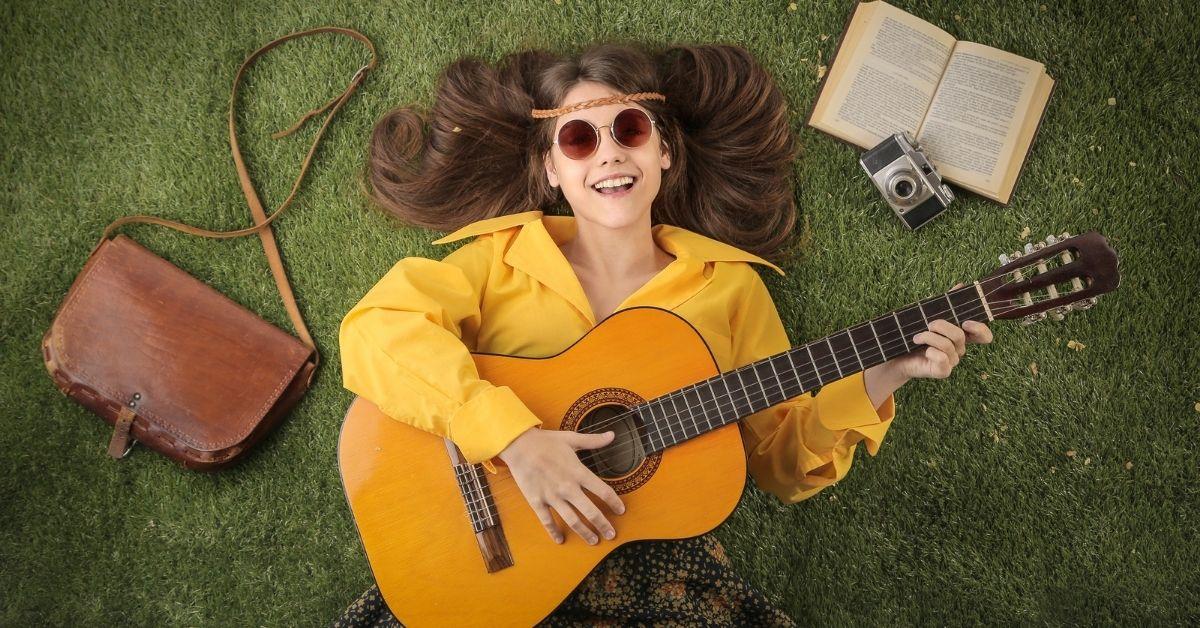 تعليم عزف الجيتار عبر يوتيوب