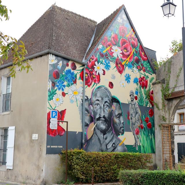 Une maison peinte à Laon en Picardie.