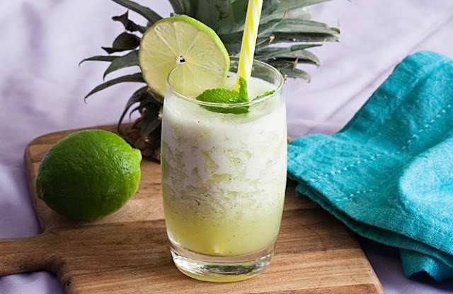 Pineapple Mint Smoothie #drinks #smoothies
